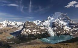 Panoramiczny krajobraz góra Robson i Góra lodowa jezioro zdjęcie royalty free