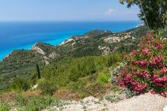 Panoramiczny krajobraz z błękitnym nawadnia, Lefkada, Grecja Zdjęcie Stock