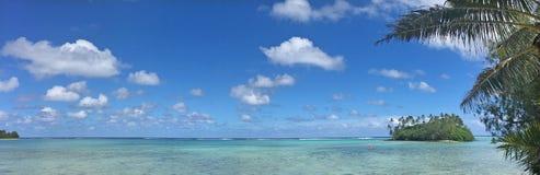 Panoramiczny krajobrazowy widok Muri laguna przy midday w Rarotonga, Obrazy Stock