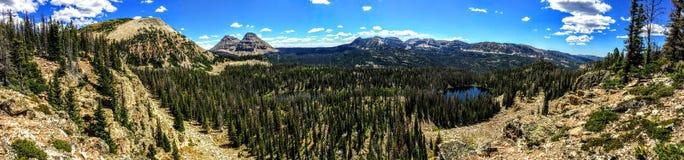 Panoramiczny Krajobrazowy widok Uinta góry, chmury, jeziora i las, Utah, usa, America West Zdjęcie Stock