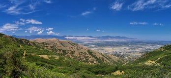 Panoramiczny Krajobrazowy widok Wasatch Skaliste i Oquirrh Frontowe góry, Rio Tinto Bingham kopalnia miedzi, Wielka Salt Lake dol obraz royalty free