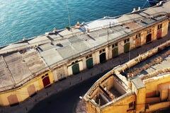 Panoramiczny linia horyzontu widok antyczni defences Valletta i Uroczysty schronienie, Malta Fotografia Stock