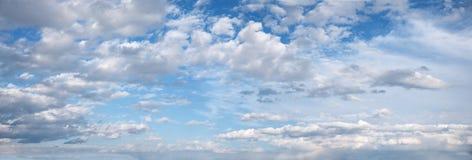 Panoramiczny niebo z chmurami Obraz Royalty Free