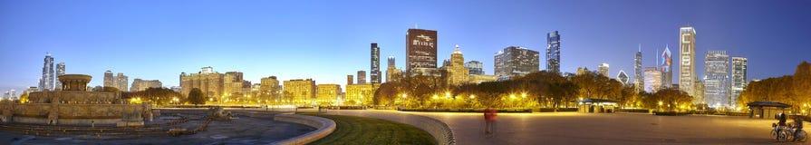 Panoramiczny obrazek Chicagowski śródmieście przy zmierzchem obrazy stock