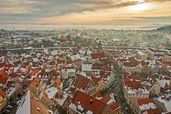 Panoramiczny odgórny widok na zimy średniowiecznym miasteczku wśród warownej ściany Nordlingen, Bavaria, Niemcy Zdjęcie Royalty Free