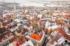 Panoramiczny odgórny widok na zimy średniowiecznym miasteczku wśród warownej ściany Nordlingen, Bavaria, Niemcy Zdjęcia Stock