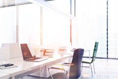 Panoramiczny otwartej przestrzeni biura zakończenie up tonujący ilustracji