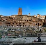 Panoramiczny rynek Trajan Romański cesarz, widzieć przy półmrokiem fotografia stock
