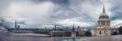 Panoramiczny strzał o StPaul katedrze i czerepie, Londyn, UK Zdjęcia Royalty Free