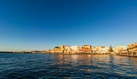 Panoramiczny venetian schronienia nabrzeże w starym schronieniu Chania przy zmierzchem, Crete, Grecja zdjęcia stock