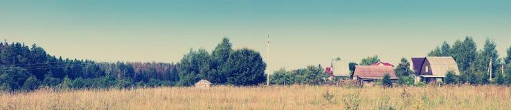 Panoramiczny widok łąka z Instagram i wioska projektuje filte Obrazy Stock