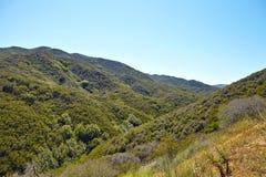 Panoramiczny widok łąki, wzgórza i niebo w Malibu, Zdjęcie Royalty Free