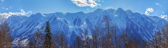 Panoramiczny widok Aibga grań Blisko Sochi, Rosja na Styczniu 31, 2016 Zdjęcia Royalty Free