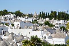 Panoramiczny widok Alberobello z trulli dachami i tarasami, Apulia region, Południowy Włochy Fotografia Stock