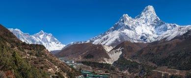 Panoramiczny widok Ama Dablam, Everest i Lhotse, Zdjęcie Stock