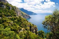 Panoramiczny widok Amalfi wybrzeże w Włochy zdjęcia stock