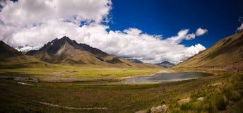 Panoramiczny widok Andes halni przy Abra losu angeles Raya przepustką, Puno, Peru fotografia stock