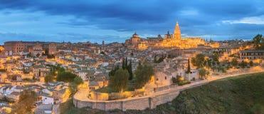 Panoramiczny widok antyczny miasto i Alcazar na wzgórzu nad Tagus rzeką, Castilla los angeles Mancha, Toledo, Hiszpania Zdjęcia Royalty Free