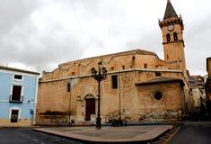 Panoramiczny widok basztowi dzwony duży zegar archpriestal Świątobliwy Santiago kościół w Villena mieście i fotografia royalty free