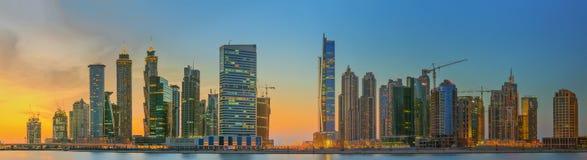 Panoramiczny widok biznes zatoka i centrum miasta Dubaj, odbicie w rzece, UAE Fotografia Stock