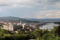 Panoramiczny widok Budapest, od wzrosta ptasi ` s lot od wieży obserwacyjnej przed deszczem, zdjęcie royalty free