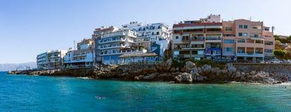 Panoramiczny widok bulwar popularny turystyczny miasteczko - Agios Nikolaos Zdjęcie Royalty Free