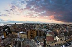 Panoramiczny widok Cagliari śródmieście przy zmierzchem w Sardinia Zdjęcia Royalty Free