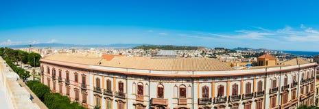 Panoramiczny widok Cagliari na jasnym dniu Zdjęcie Stock