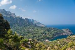 Panoramiczny widok Cala Tuent Mallorca fotografia stock