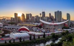 Panoramiczny widok Calgary panika przy zmierzchem Zdjęcie Royalty Free