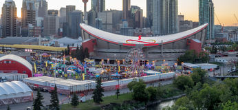 Panoramiczny widok Calgary panika przy zmierzchem Zdjęcia Royalty Free