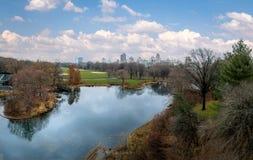 Panoramiczny widok central park i żółwia staw podczas opóźnionej jesieni - Nowy Jork, usa Zdjęcie Royalty Free