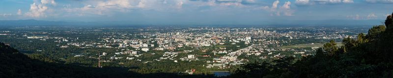 Panoramiczny widok Chiang Mai linia horyzontu Obrazy Stock
