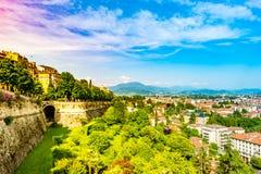 Panoramiczny widok Citta Alta, stary miasteczko Bergamo Obrazy Stock