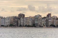 Panoramiczny widok Copacabana plaża i swój budynki zdjęcie stock