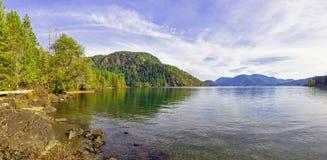 Panoramiczny widok Cowichan jezioro, Vancouver wyspa zdjęcie stock