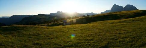 Panoramiczny widok cudowny wschód słońca w górach na alp Zdjęcia Royalty Free