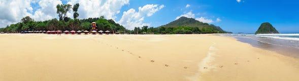 Panoramiczny widok Czerwona wyspy plaża w Jawa, Indonezja zdjęcia royalty free