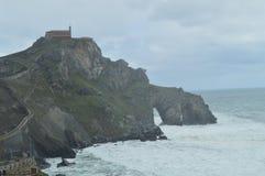 Panoramiczny widok erem San Juan De Gaztelugatxe Tutaj Jest Filmującym grze trony Architektury natury krajobrazy Zdjęcie Royalty Free