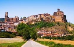 Panoramiczny widok Frias w lecie Burgos zdjęcia stock