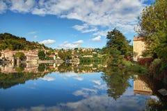 Panoramiczny widok Fumel - udział, Garonne et Francja - zdjęcia stock