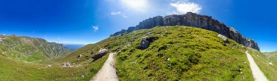Panoramiczny widok góra Bucegi na lecie Zdjęcie Stock