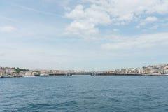 Panoramiczny widok Galata zwyczajny most od Bosphorus cieśniny obraz stock