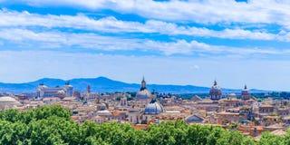 Panoramiczny widok historyczny centrum Rzym z niewiarygodnymi chmurami, Włochy obrazy stock