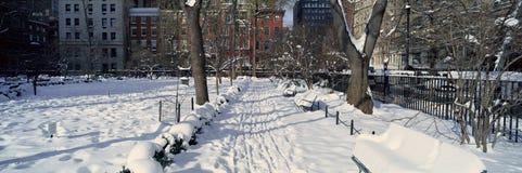 Panoramiczny widok historyczny i Gramercy park stwarza ognisko domowe, Manhattan, Miasto Nowy Jork, Nowy Jork po zima śnieżycy Fotografia Royalty Free