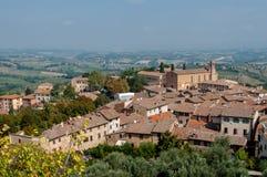 Panoramiczny widok i Sant Agostino kościół przy San Gimignano Fotografia Royalty Free