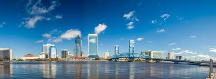 Panoramiczny widok Jacksonville linia horyzontu przy półmrokiem, Floryda obraz stock
