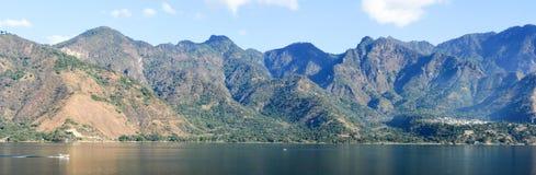Panoramiczny widok jeziorny Atitlan Zdjęcia Royalty Free