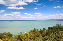 Panoramiczny widok Jeziorny Balaton od Tihany w Węgry Fotografia Royalty Free