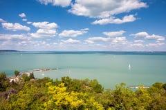 Panoramiczny widok Jeziorny Balaton od Tihany wioski w Węgry Fotografia Royalty Free